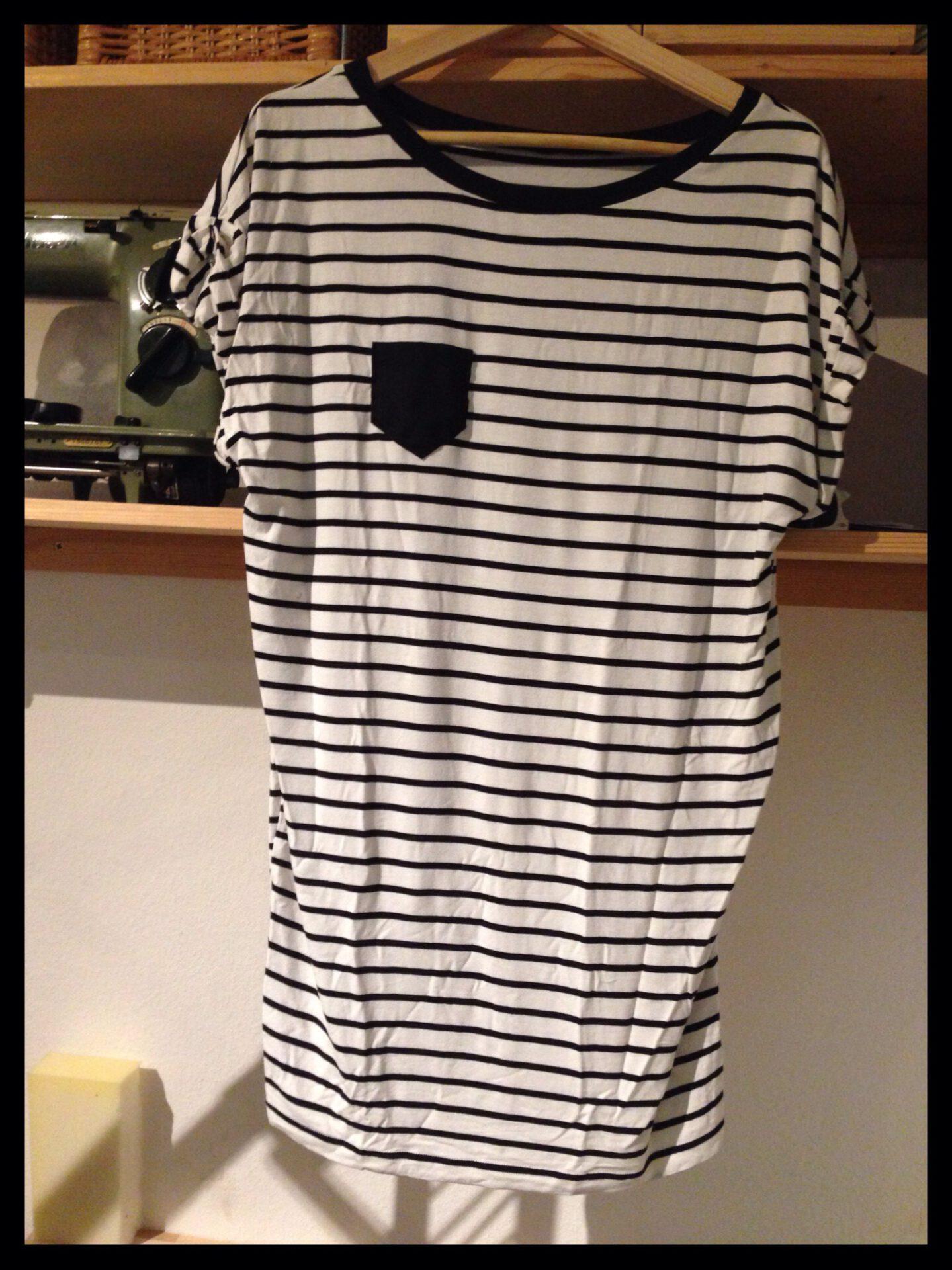 Upcycling T-Shirt-Kleid mit neuem Ausschnitt