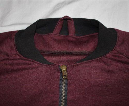 Halsausschnitt mit Aufhänger