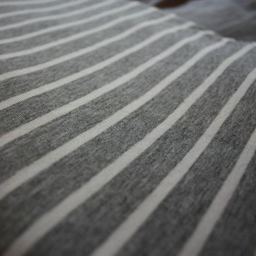 Strick-Jersey gestreift grau weiß