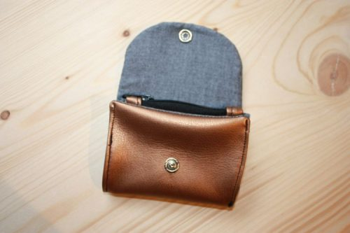 Portemonnaie geöffnet mit Kartenfächern