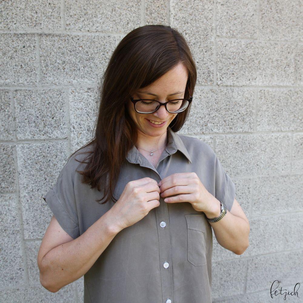 Kleid aus Tencel mit perlmutt schimmernden Knöpfen