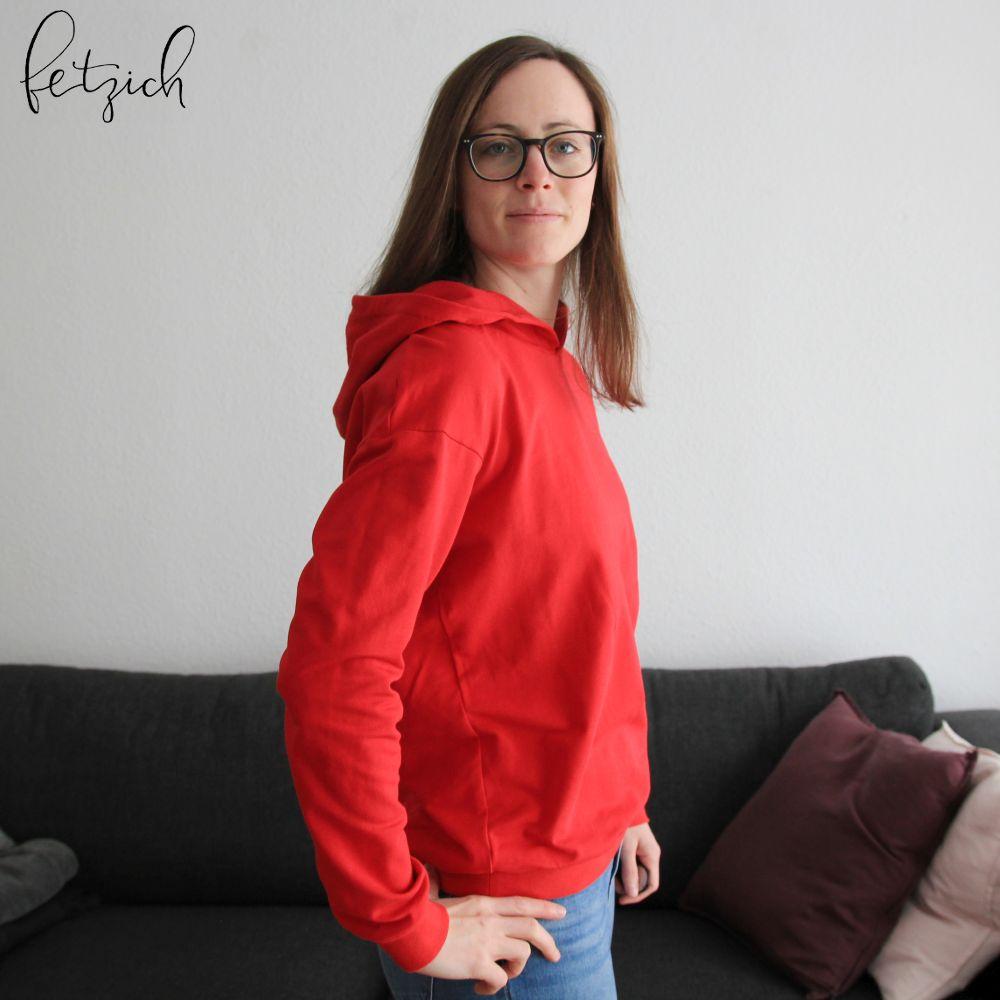 Roter Kapuzenpullover seitlich
