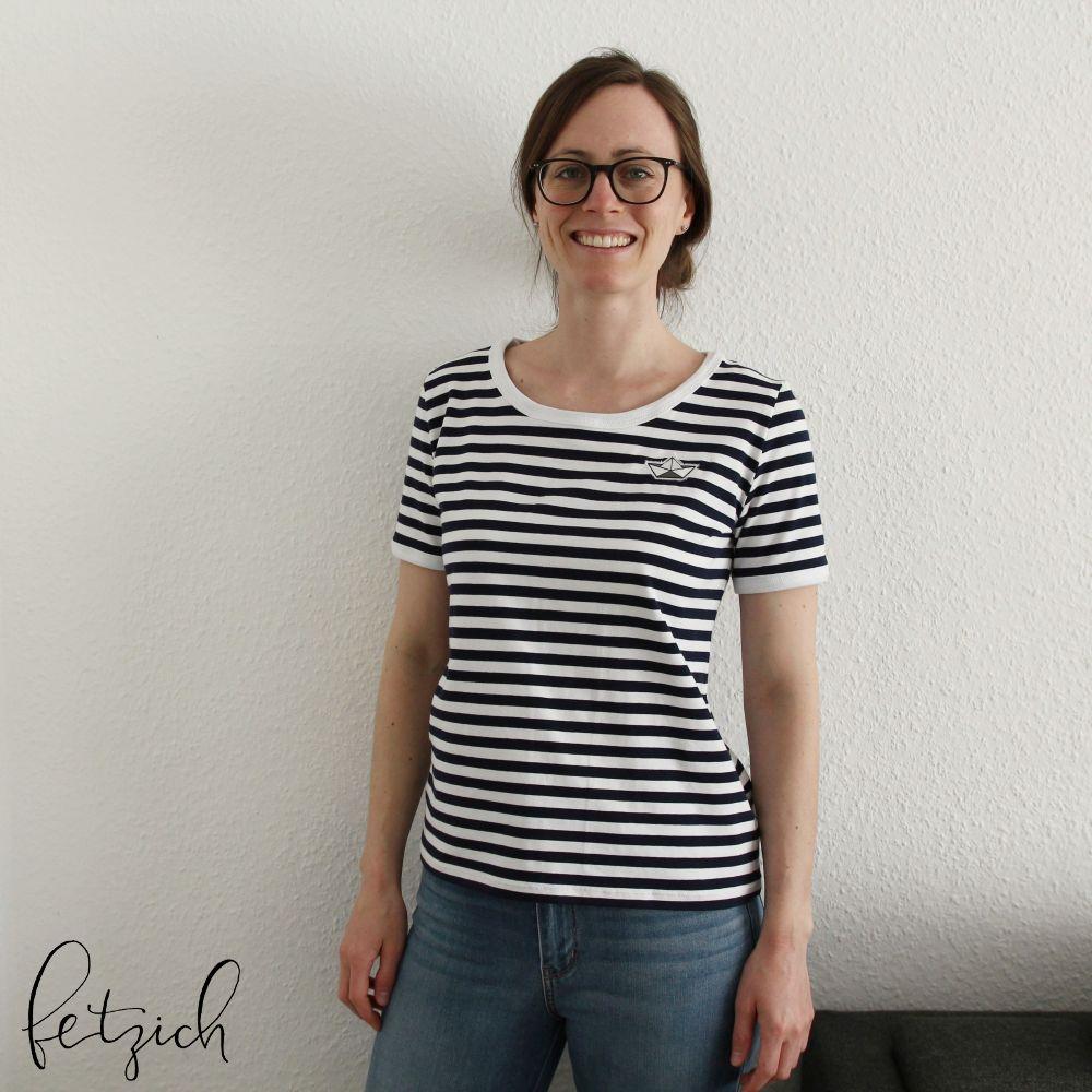 blau-weiß gestreiftes Shirt mit weißen Abschlüssen